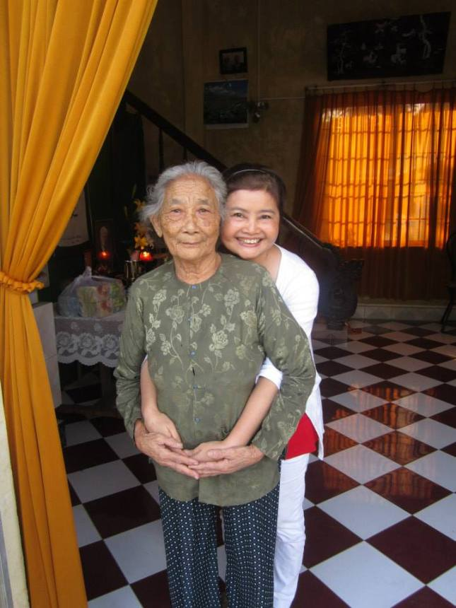 My Mom and Sister Huong Thuy